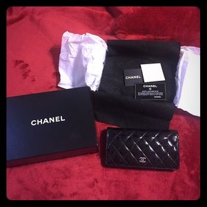 🔥🔥🔥Chanel patent leather wallet 💯% Authentic